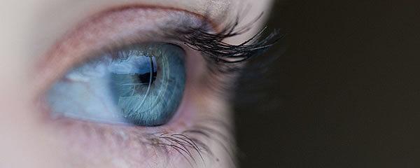 Augenmassage gegen müde Augen